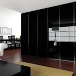 Ντουλάπα συρόμενη κρεμαστή με πόρτες από γυαλί μαύρο