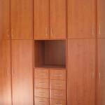 Ντουλάπα με ανοιγόμενες πόρτες μελαμίνης