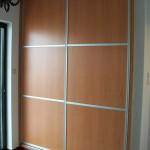 Ντουλάπα συρόμενη με πλαίσια αλουμινίου και ταμπλά μελαμίνης